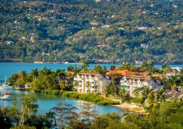 Jamaica verde ca un colt de rai